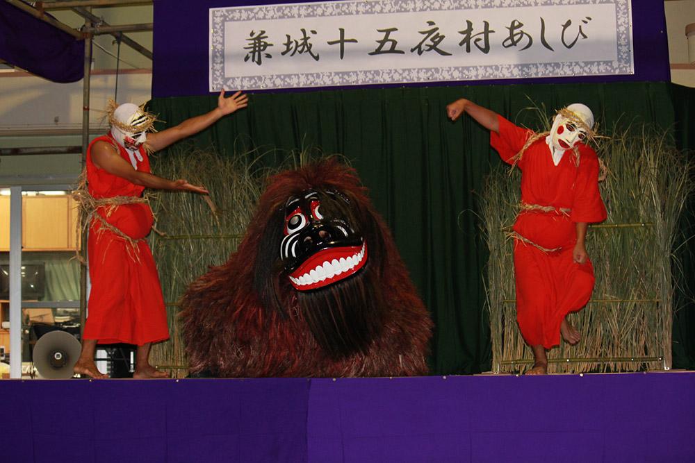 旧暦8月15日に行われる「兼城獅子舞」。集落の災厄や疫病を追い払い、五穀豊穣を願って約200年前に始められたと言われる伝統行事